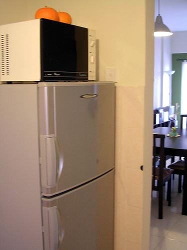 冷蔵庫の上に電子レンジは金運低下