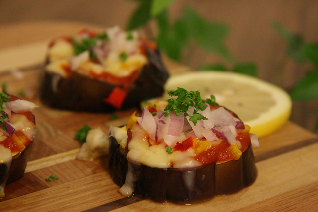 recipe_pizza_style_baked_eggplant_topimg